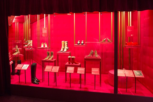 1-Installation-view-of-Shoes-Pleasure-and-Pain-at-the-VandA-Victoria-and-Albert-Museum_646x430