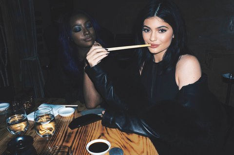 07-kylie-jenner-fashion-week-Sushi-with-Justine