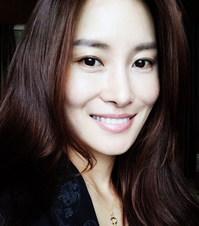 inside-the-mind-blowing-skincare-routine-of-a-korean-model-1781701.640x0c