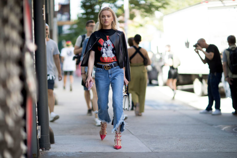 how-to-wear-a-graphic-tee-10-768x512