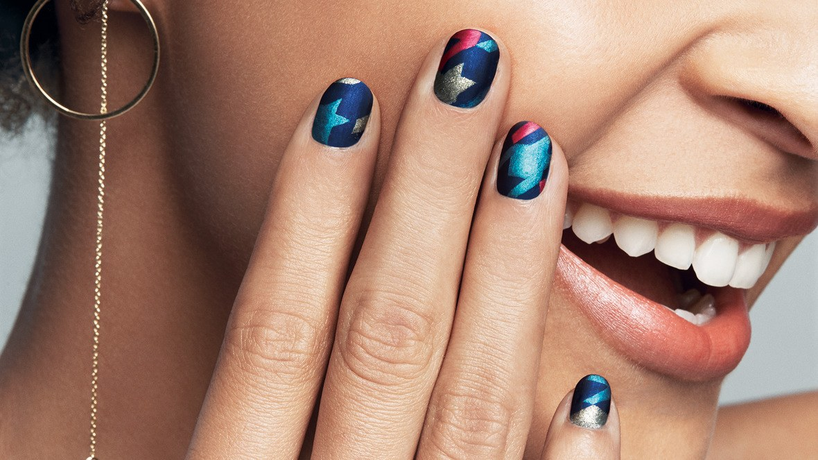 Learn How to Do Metallic Nail Art—Just in Time for the Holidays ...