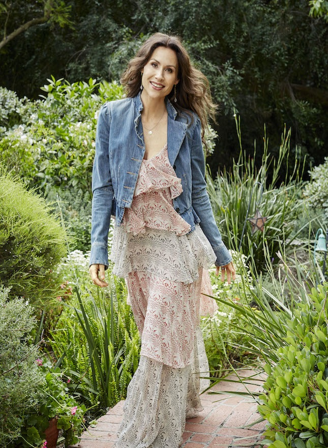 ELLE-DECOR-April-17_Minnie-Driver-photo