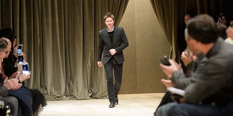 1468246681-landscape-1468243570-christopher-bailey-burberry