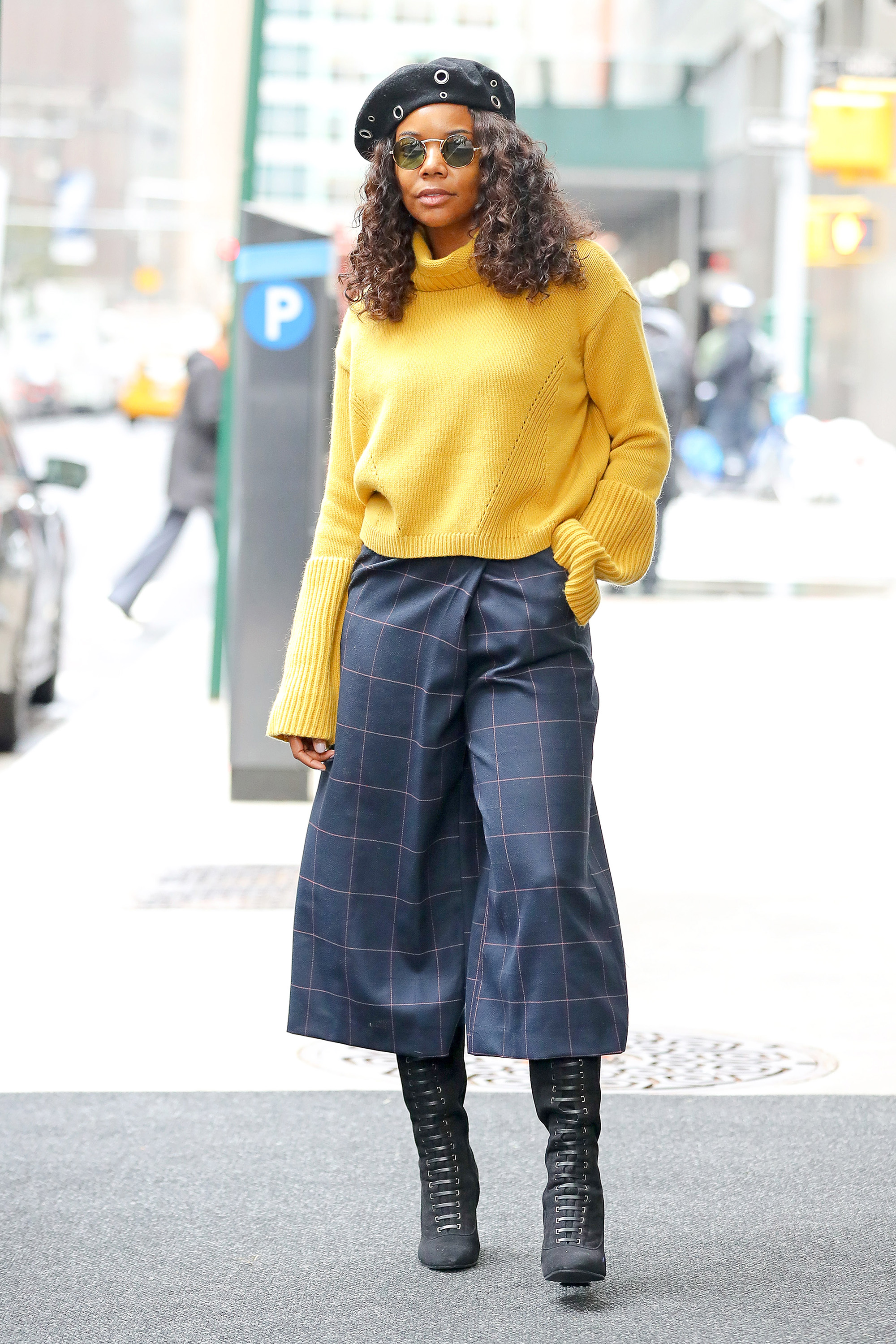 Gabrielle Union wears a Beret as leaving her hotel in New York City, NY.  Pictured: Gabrielle Union Ref: SPL1625380  171117   Picture by: Felipe Ramales / Splash News  Splash News and Pictures Los Angeles:310-821-2666 New York:212-619-2666 London:870-934-2666 photodesk@splashnews.com