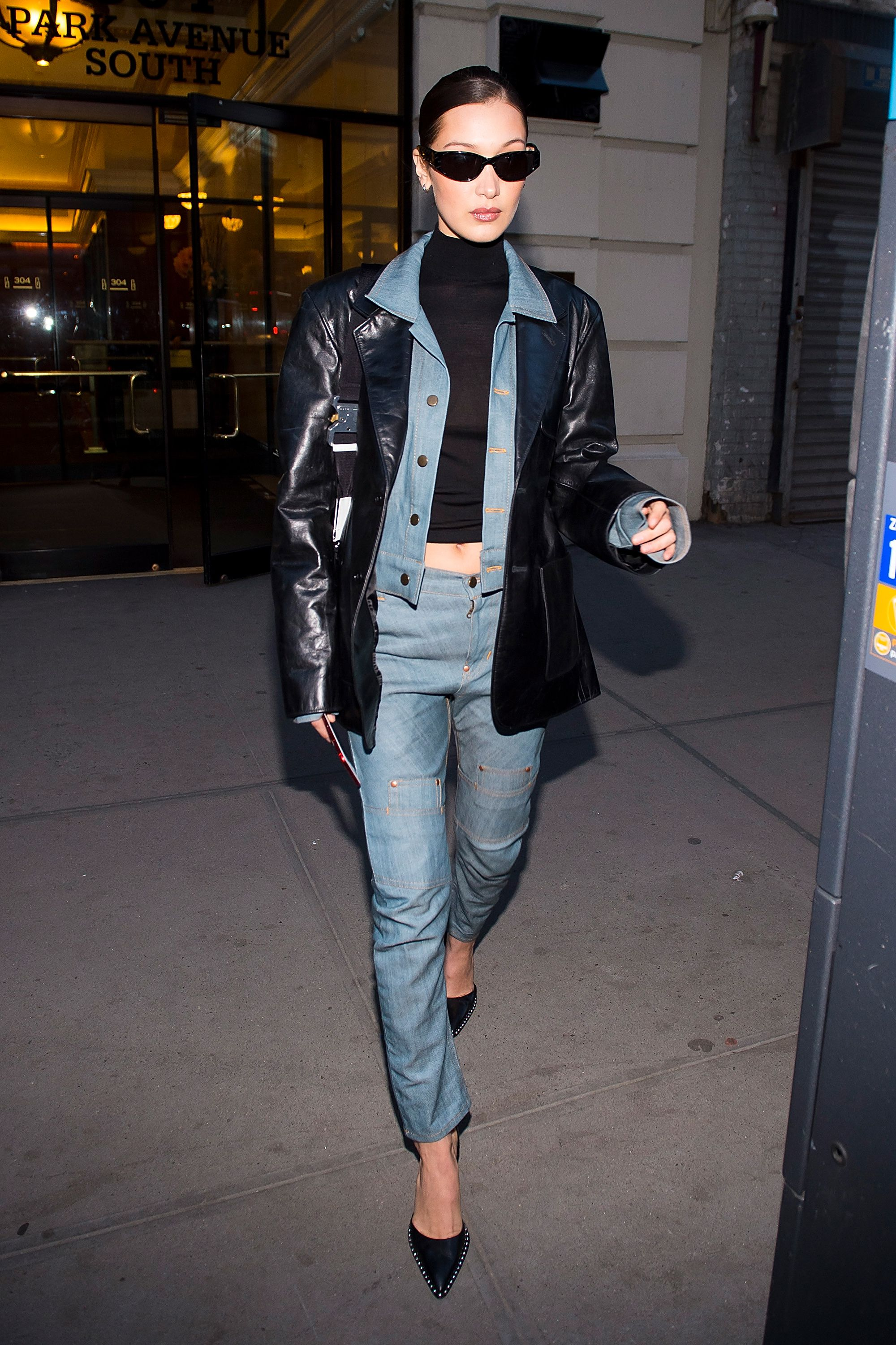 hbz-the-list-denim-jackets-gettyimages-914654828-1518402615.jpg (2000×3000)