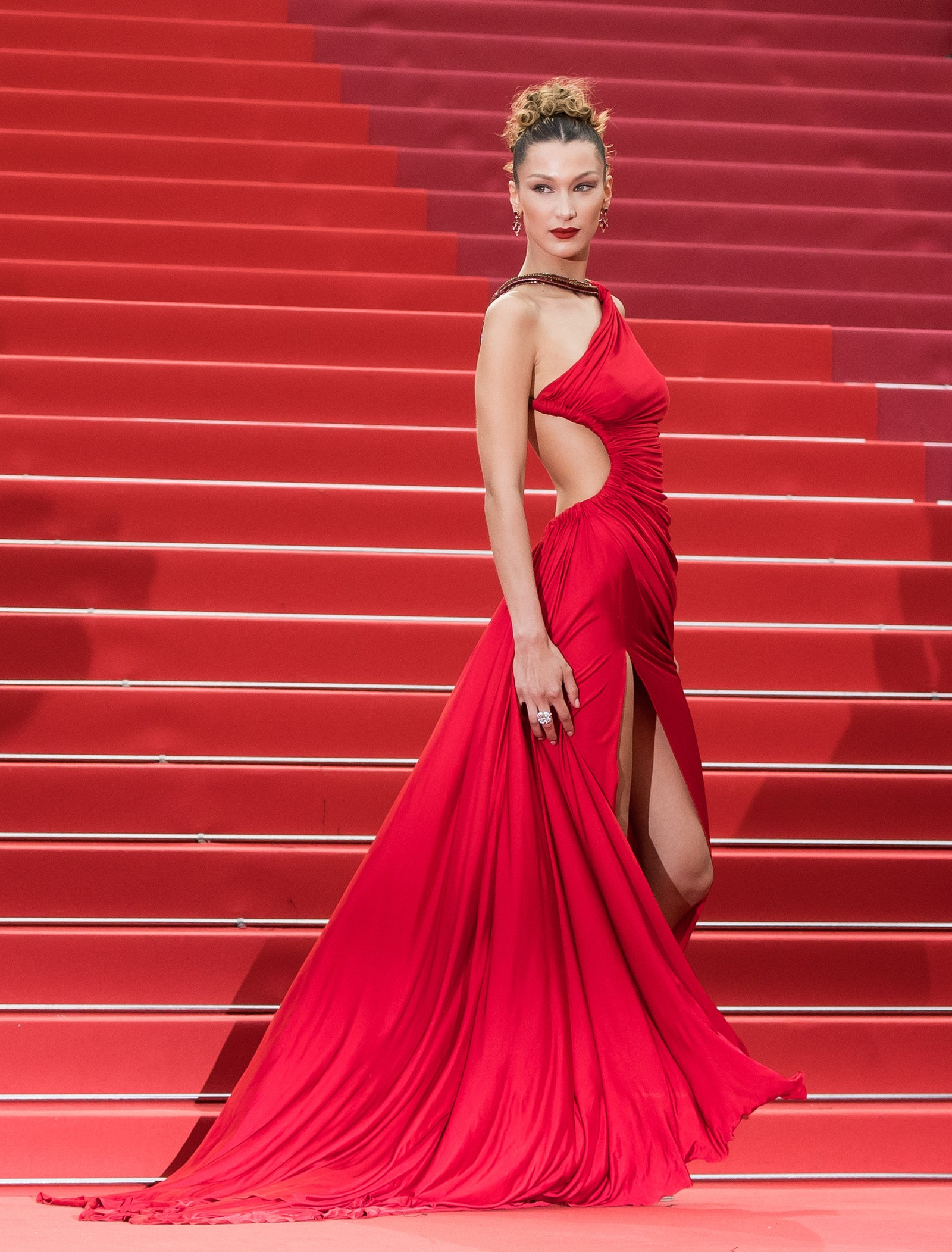 00-bella-red-cannes-2019