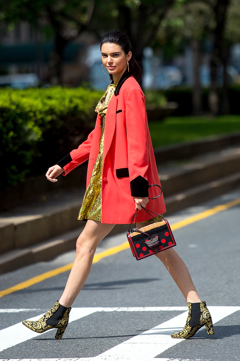 12 Cute Fall Outfits Made For Looking Great In Foliage Fashion